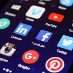 Infographic: The evolution of social media